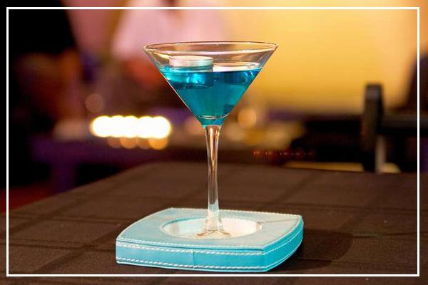 Согласно канонам современного барменского искусства коктейль...