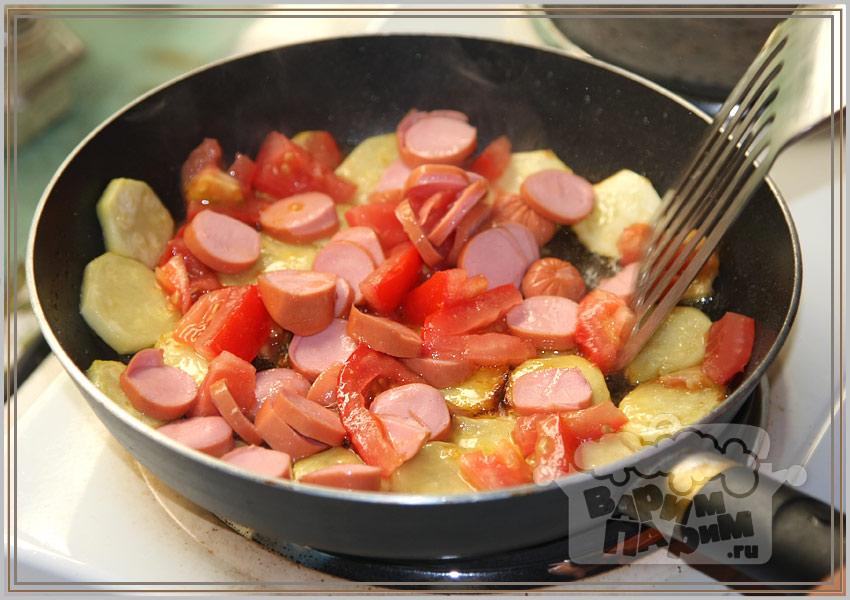 Яичница с сосисками и помидорами  Рецепты с фото